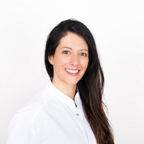 Ms Crespo, dental hygienist in Geneva
